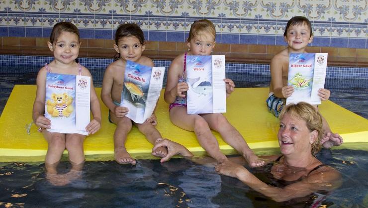 Leren zwemmen met tussendiploma's